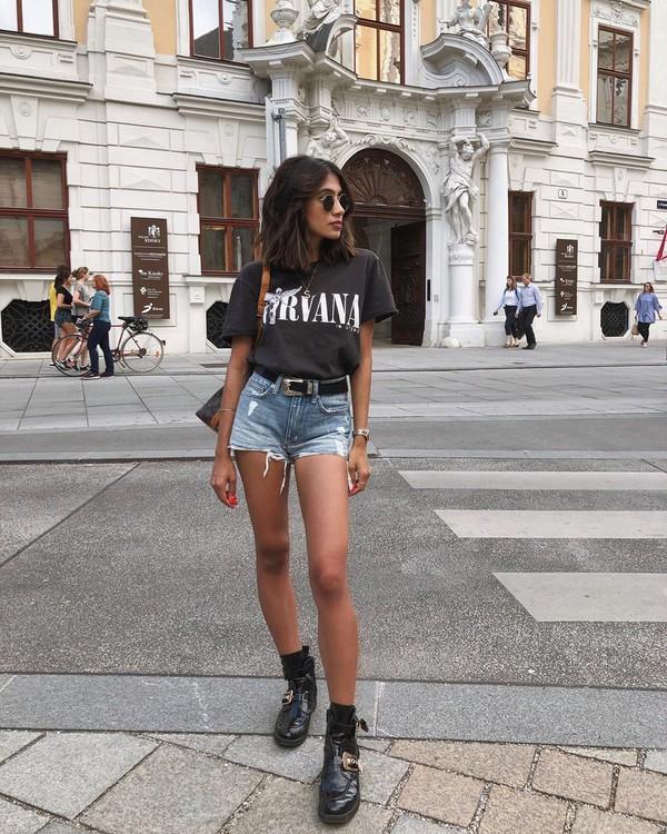 shorts denim shorts lovers + friends black t-shirt black boots ankle boots shoulder bag