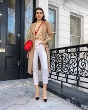 coat,trench coat,jeans,denim,white jeans,cropped jeans,shoes,bag