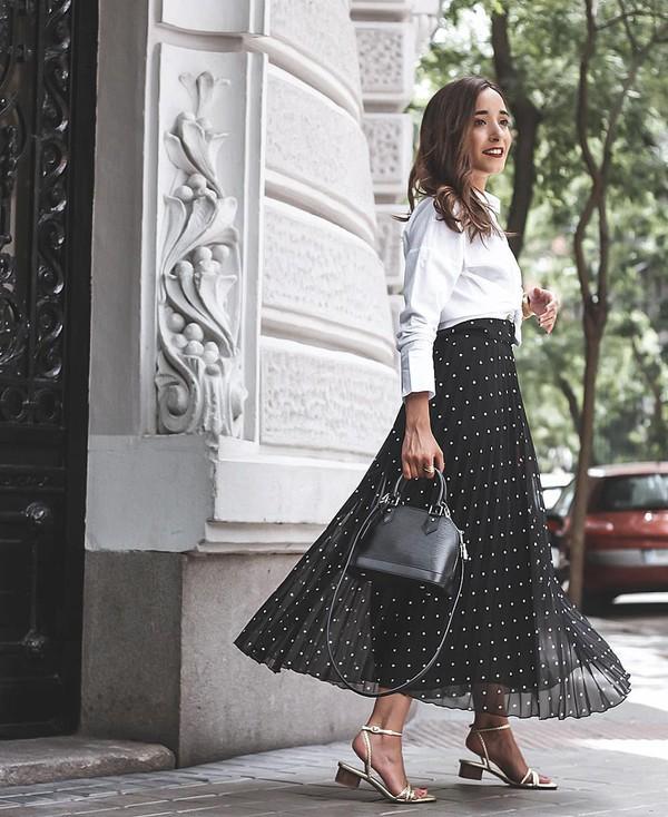skirt maxi skirt black skirt polka dots white sandals black bag white shirt