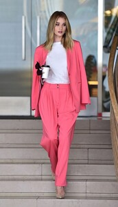 jacket,suit,spring outfits,blazer,rosie huntington-whiteley,model off-duty,pants,top