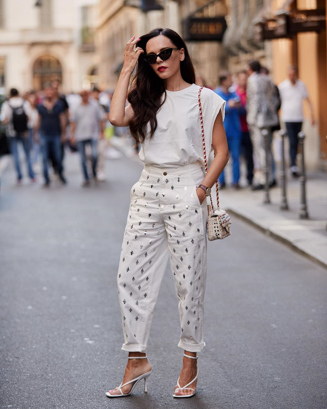 top white t-shirt oversized t-shirt white pants high waisted pants white sandals crossbody bag