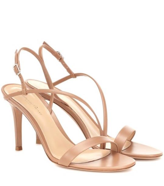 Gianvito Rossi Manhattan 85 leather sandals in neutrals
