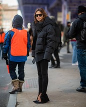 jacket,puffer jacket,black jacket,black leggings,pumps,black shirt,black sunglasses