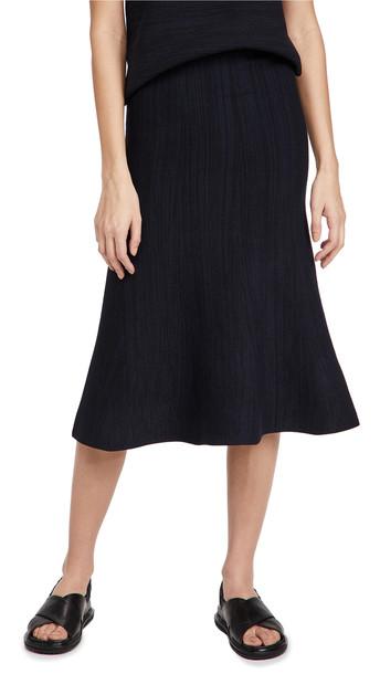 Victoria Victoria Beckham Fluted Soft Viscose Blend Skirt in black / navy