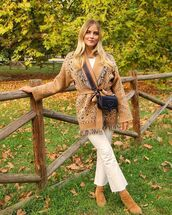 bag,crossbody bag,cropped jeans,suede boots,jacket