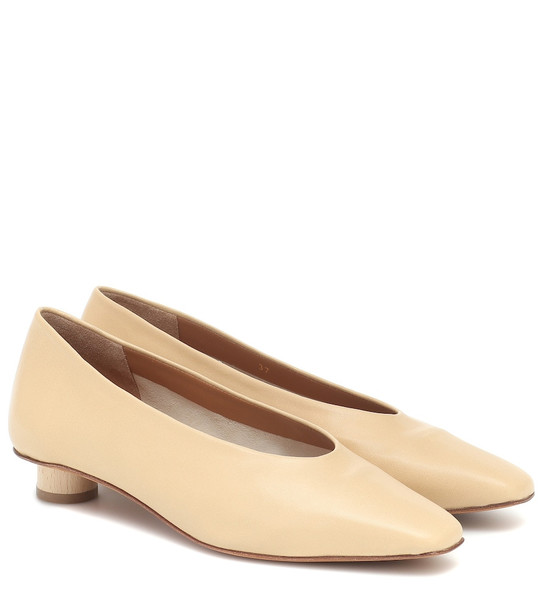 LOQ Paz leather pumps in beige
