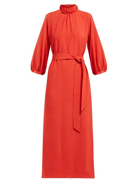 Cefinn - Tie Waist Gathered Ramie Midi Dress - Womens - Red