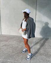 jacket,blazer,sneakers,white t-shirt,white bag,cap