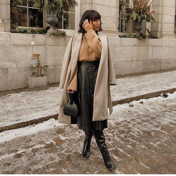 bag black bag black boots knee high boots black skirt midi skirt coat sweater