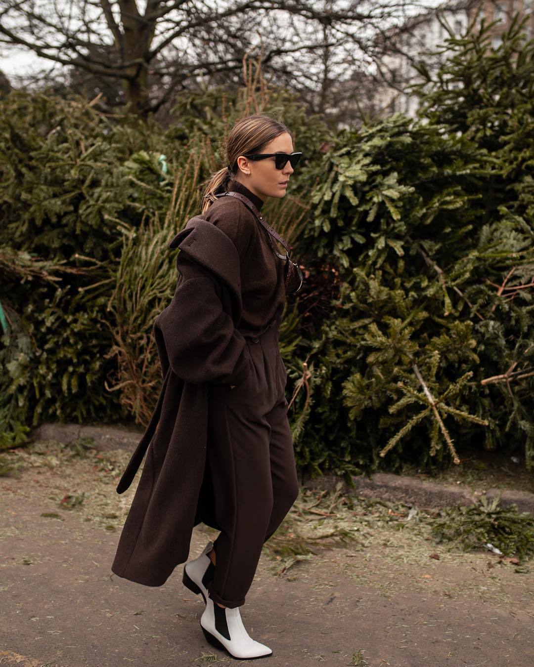pants brown pants high waisted pants h&m brown coat trench coat brown sweater turtleneck sweater bag