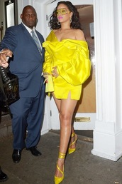 bag,yellow,monochrome outfit,dress,pumps,mini dress,celebrity,off the shoulder,purse,off the shoulder dress