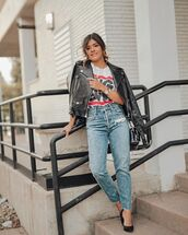 top,white t-shirt,pumps,cropped jeans,high waisted jeans,black leather jacket