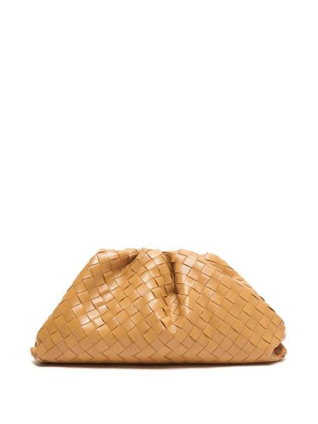 Bottega Veneta - The Pouch Intrecciato Leather Clutch - Womens - Tan