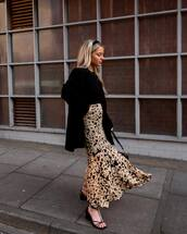 skirt,midi skirt,floral skirt,black sandals,black coat,black top