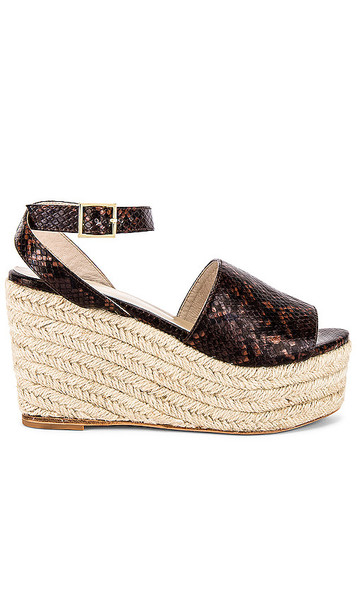 RAYE Griffith Wedge in Brown