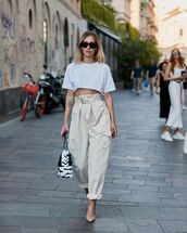 pants,cargo pants,high waisted pants,pumps,black and white,white t-shirt,sunglasses