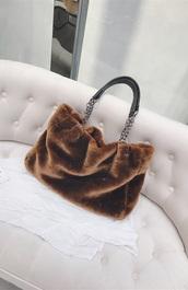 bag,girly,girl,girly wishlist,fur,chain bag,cute,shoulder bag