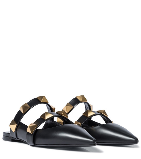 Exclusive to Mytheresa – Valentino Garavani Roman Stud leather slippers in black