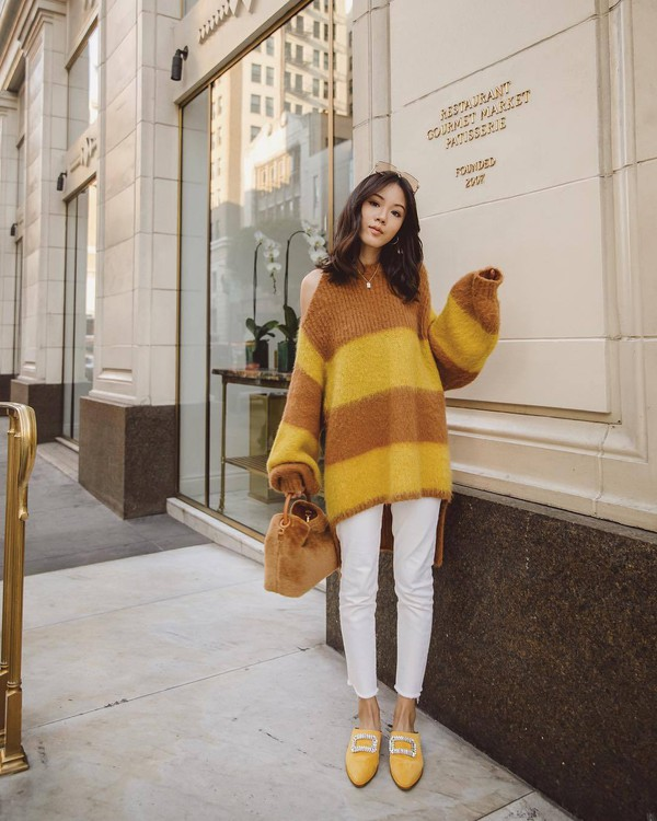 jeans white jeans cropped jeans skinny jeans mules furry bag stripes oversized sweater
