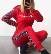 shirt,black,red,white,black and white,champion,ootd,outfit,hoodie,tracksuit,sportswear,sporty,streetstyle,streetwear