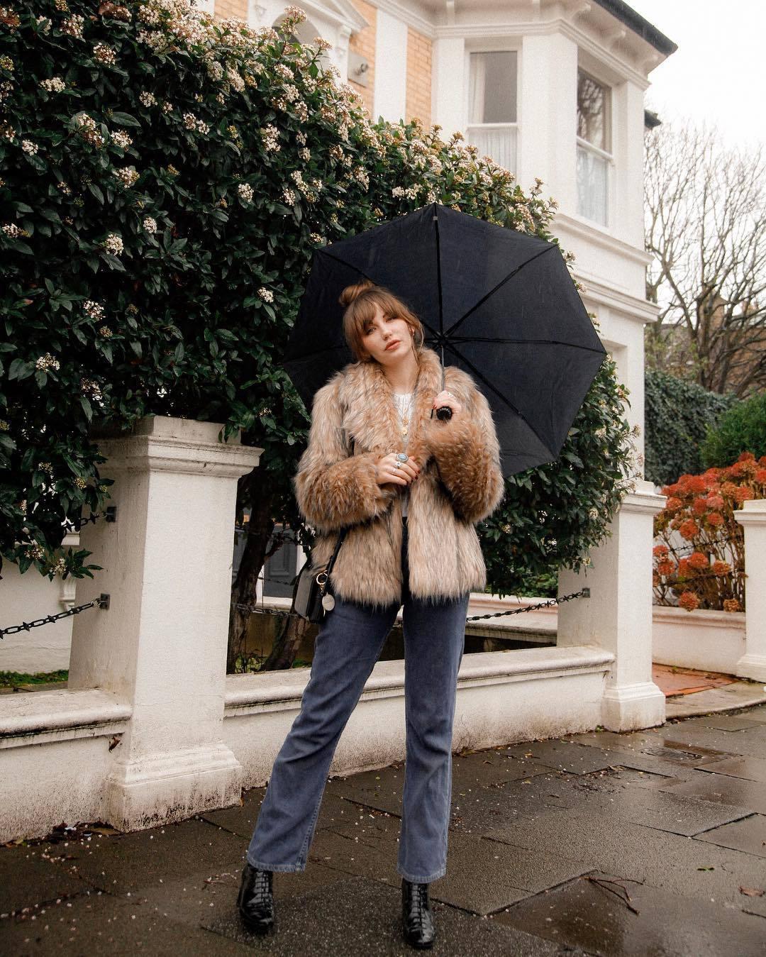 jeans straight jeans levi's black boots patent boots black bag crossbody bag faux fur coat sweater umbrella