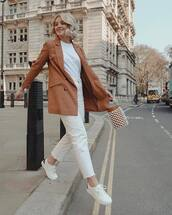 jacket,blazer,double breasted,cropped jeans,white jeans,white sneakers,bucket bag,white t-shirt