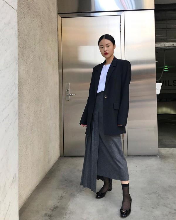 shoes pumps bow socks midi skirt asymmetrical skirt pleated skirt black blazer white t-shirt