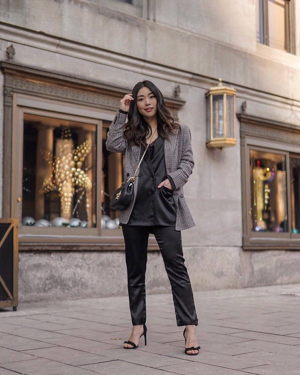 jacket blazer satin black pants lack blazer double breasted plaid grey blazer black sandals black bag crossbody bag