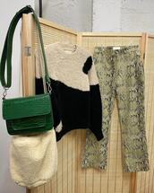 sweater,pants,bag