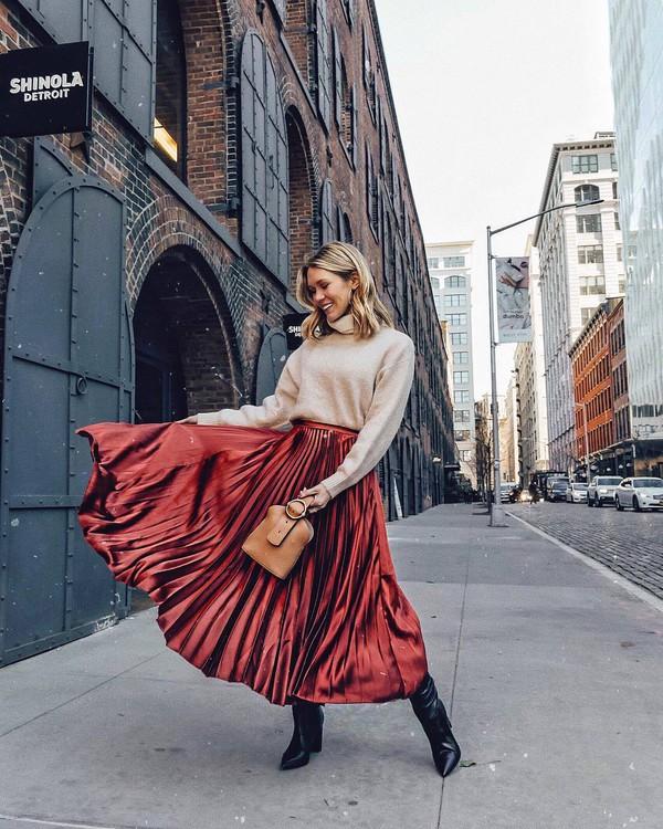 skirt pleated skirt black boots knee high boots brown bag handbag turtleneck sweater