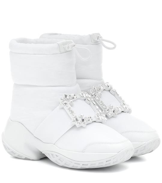 Roger Vivier Viv' Run Snow embellished boots in white