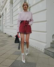 shorts,High waisted shorts,white boots,ankle boots,lilac,sweater,black bag