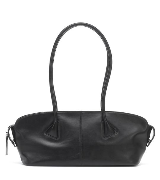 Low classic Baguette leather shoulder bag in black