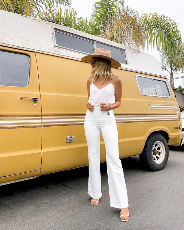 jeans flare jeans high waisted jeans white jeans white sandals tank top white top hat