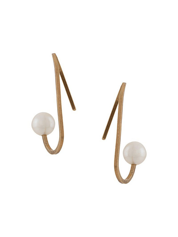 Hsu Jewellery curved line peal earrings in gold