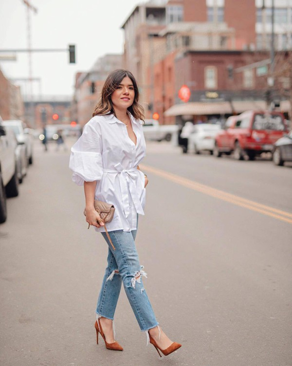 top white shirt oversized shirt ripped jeans cropped jeans pumps bag jeans