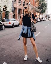 dress,black dress,mini dress,short sleeve dress,shift dress,white sneakers,denim jacket,shoulder bag