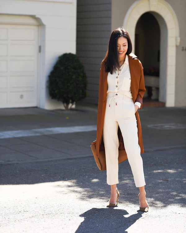 pants white pants high waisted pants pumps brown coat white shirt