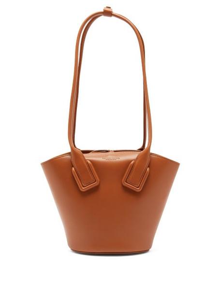 Bottega Veneta - Basket Small Leather Tote Bag - Womens - Tan