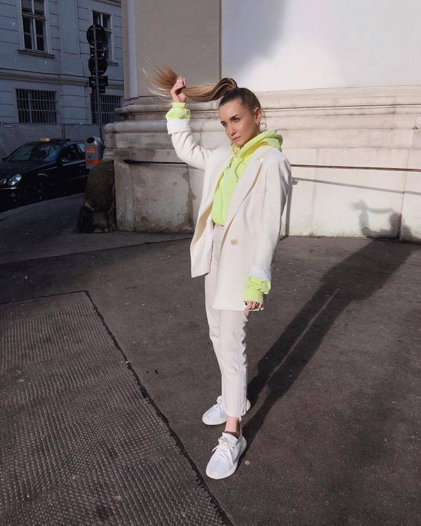 sweater hoodie neon white sneakers cropped jeans high waisted jeans white blazer double breasted