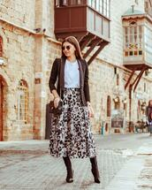 skirt,pleated skirt,leopard print,brown boots,knee high boots,brown bag,white t-shirt,blazer