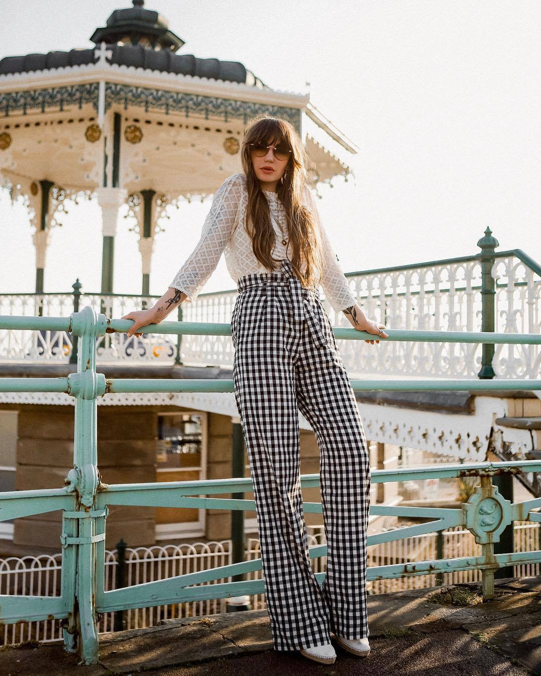 pants high waisted pants wide-leg pants black and white white shoes white blouse sunglasses