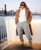 pants,joggers,pumps,teddy bear coat,hoodie