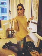 sweater,olivia palermo,streetstyle,jumper,mustard sweater,denim