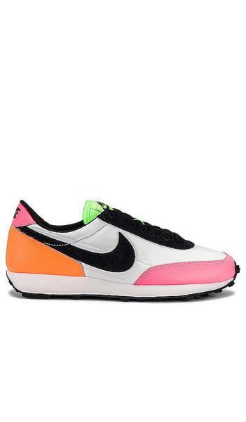 Nike Dreak Sneaker in Pink in black / orange / white