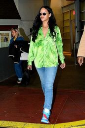 top,jeans,denim,rihanna,celebrity,spring outfits,blouse,shirt