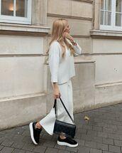 pants,wide-leg pants,white pants,black sneakers,black bag,white sweater