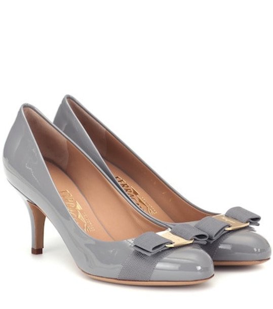 Salvatore Ferragamo Carla 70 patent leather pumps in grey