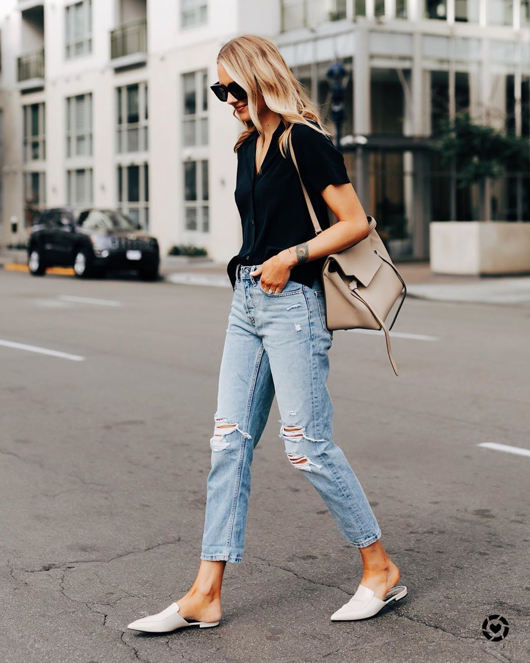 jeans ripped jeans mules black shirt bag streetstyle
