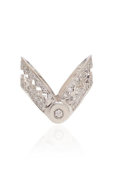 Akillis Capture Me 18K Gold Diamond Ring in white